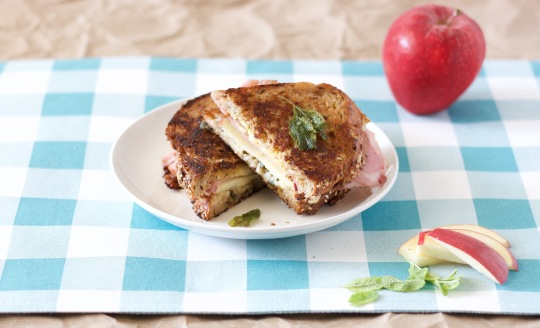ham-gruyere-and-apple-panini