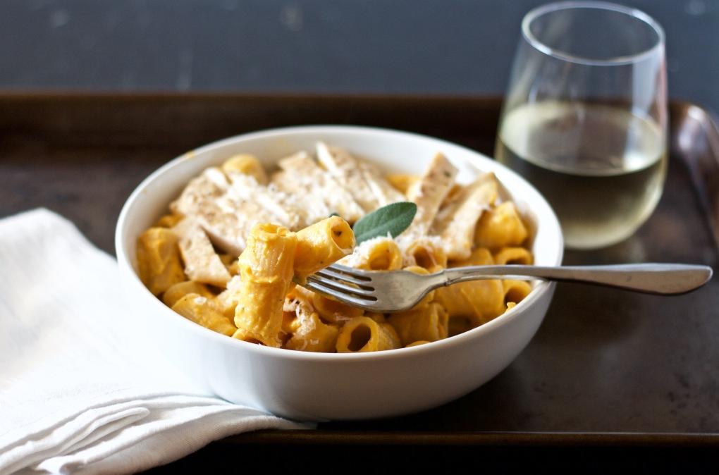 creamy-butternut-squash-pasta-with-chicken